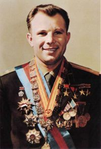Yuri_gagarin_official_portrait