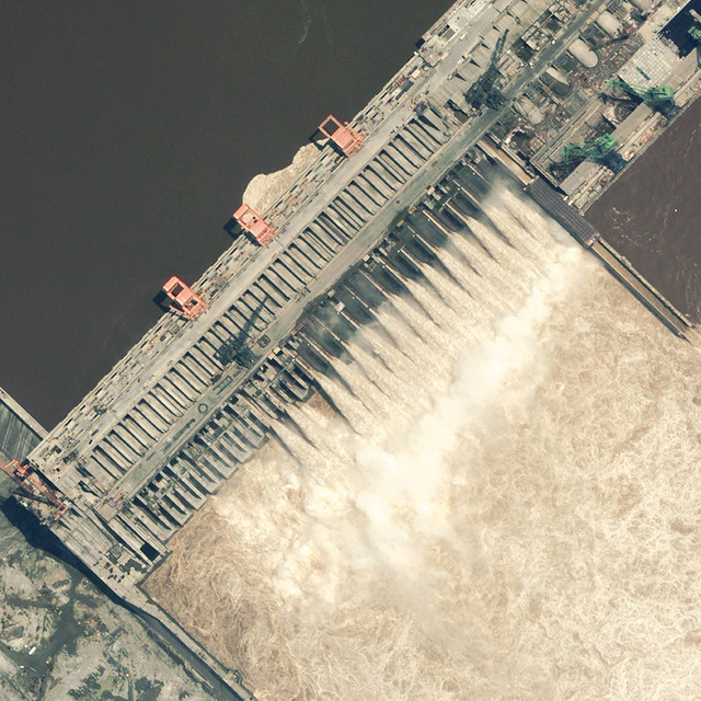 Three_gorges_dam_july13_2003_dg
